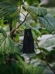 mustat nahkakorvakorut