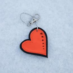 Kirkas oranssi sydänketju