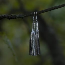 hopean väriset nahkaiset korvakorut