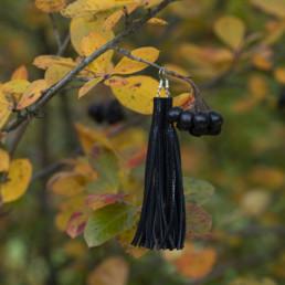 mustat nahkaiset korvakorut